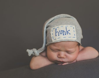 Newborn personalized hat, hand embroidered, beanie knot hat. Coming home hat. Name hat, newborn photography, knots and polka dots, baby