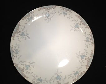 "Narumi Fine China 12"" Round Platter in Beige and Blue Phoebe Pattern"
