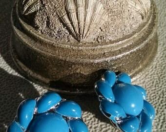 Blue Flowers 0n Silvertone..Clip Back earrings..vintage 1970s