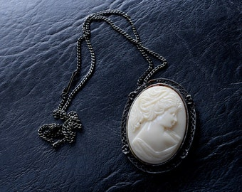 Beautiful Vintage Cameo Necklace
