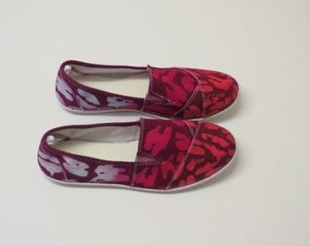 Lenard light Women's Batik Slip-On available in size 6