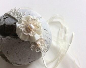 Boho wedding headband, skinny ivory bridal headband, vintage wedding hair accessories, pearl and lace flowers headpiece headdress