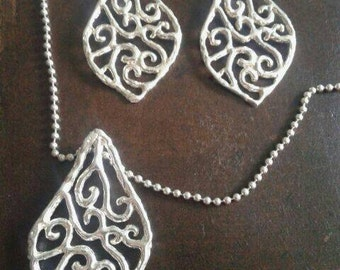 "pendant and earrings ""wavy"""