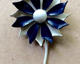 Retro Blue And White Enamel Flower Brooch