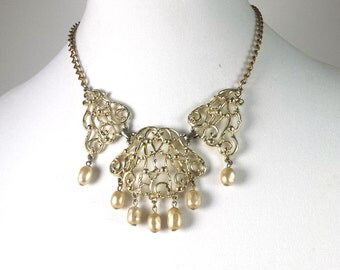 Vintage Sarah Coventry Bib Necklace with 7 Faux Pearls