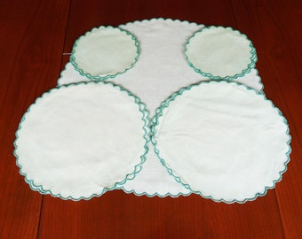 Vintage set of 13 green cotton table mats with scalloped edges, hand stitched, embroidery project?