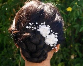 Bridal accessory, white flowers hair comb, vintage hair comb, wedding hair accessories, rhinestone crystal pearl, flowers hair accessories
