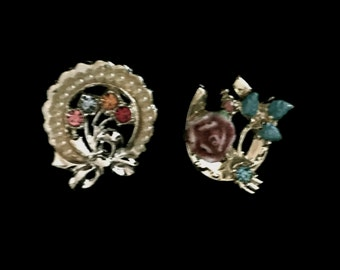 A lovely Set of 50's Collar Pins                               VG1890