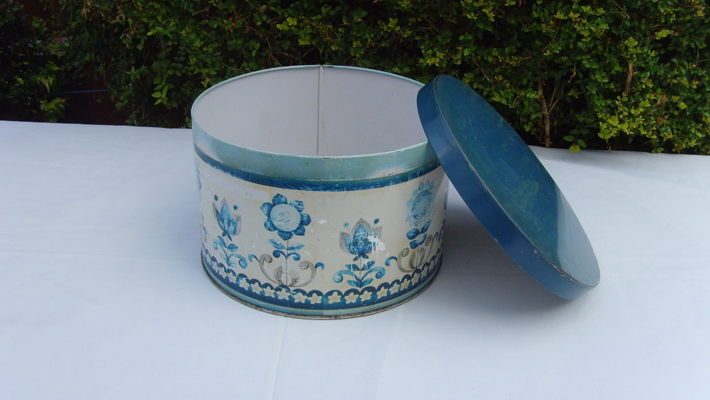Cake Decorating Course Worcester : Worcester ware large cake tin blue tudor flower design from
