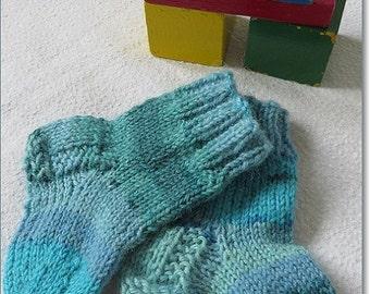 Blue handknit babysocks 2-4 months