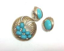 Trifari 60s Gold Turquoise Brooch & Clip Earrings   Blue Cabochon Swirl Set   Trifari