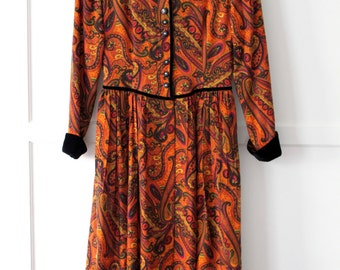 Orange paisley long sleeve dress - contrast velvet collar and cuff - Sz 8