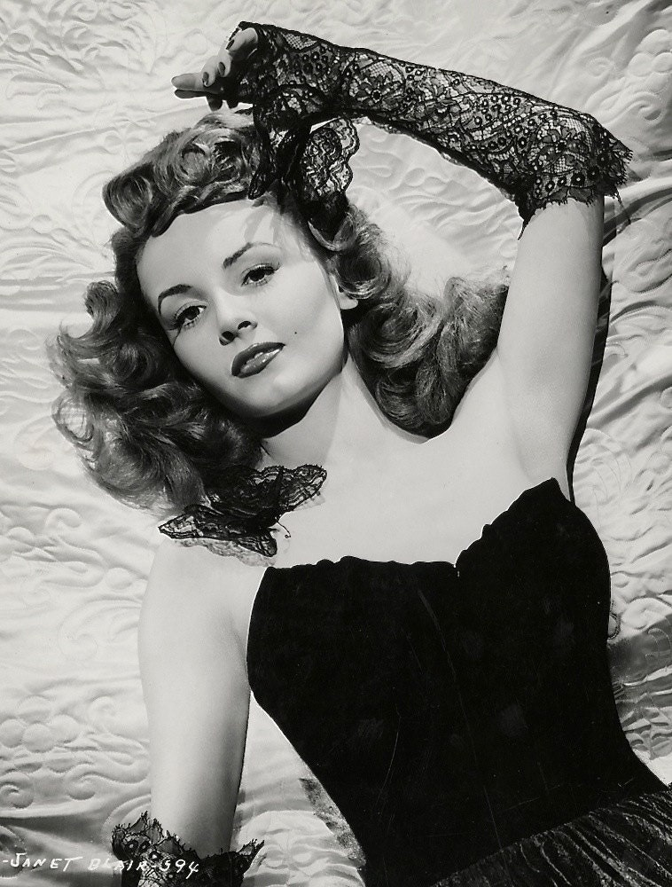 1940S Era Sultry Actress Rita Hayworth-Black And-9328