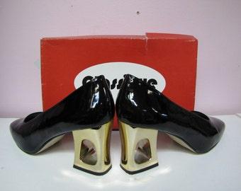 INTERESTING Vintage 1980's CLASSIQUE Designer Black PATENT Vinyl High Heel Shoes size 9 1/2