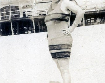 vintage photo Full Figure Pretty Flapper Bathing Beauty Sagels Taffy Wildwood New Jersey 1920s