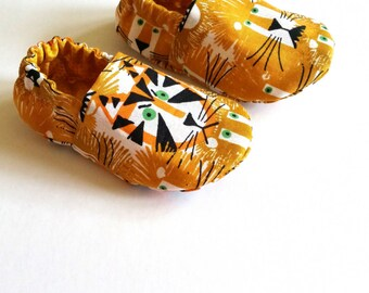 Organic Reversible Baby Shoes, Lions & Tigers