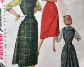 Simplicity 4368 - Jumper Dress with Unusual Pleated Back Flare - Sheath -  Kimono-Sleeve Blouse - 1960s Vintage Pattern - Size 14 (Bust 32)