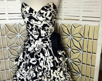 80's Tadashi Dress - rose dress - black and white - 80's vintage - designer vintage - prom dress - fornal dress - tulle - strapless dress