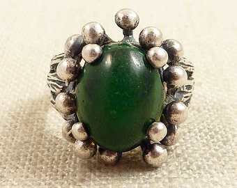 Size 6 Vintage Green Glitter Glass and Abstract Sterling Ring