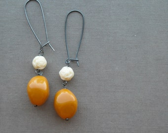 chunky rice - earrings - vintage lucite and sterling