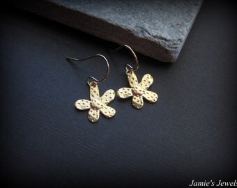 Gold Daisy Earrings - Daisy Earrings Gold - Gold Flower  -Everyday Gold  - Minimal -  Flower Jewelry - Delicate - Simple -Nature Inspired