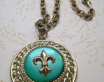 "Vintage SWINGIn' 60's Fleur-de-lis Ornate Silvertone/Goldtone CHUNKY Medallion NECKLACE //  24"" Fleur-de-lis Lily Turquoise Green Necklace"