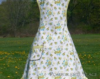 Feed sack floral... Ladies Apron ... Retro style apron with pocket