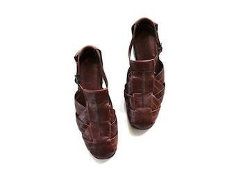 SALE Vintage Leather Sandals Size 8 / T Strap Sandals / Leather Flats