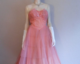 Washington D.C. Debutantes of 1951 - Vintage 1950s Muted Rose Pink & Silver Lace/Netted Strapless Gown Petal Bust - 4