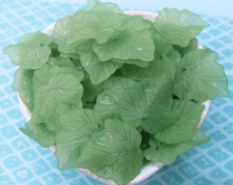 20x 25mm Leaf shaped Resin beads ...Ivy Leaves