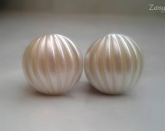 "Textured Ivory Pearl Plugs, Wedding Plugs, 3/4"", 5/8"", 9/16"", 1/2"", 00g, 0g, 2g, 4g, 6g, 4mm, 5mm, 6mm, 8mm, 10mm, 12mm, 14mm, 15mm, 18mm"
