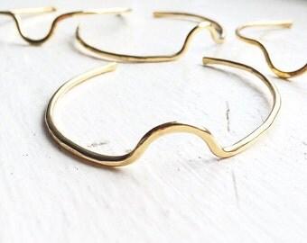 A D O B E  Geometric Curve Brass Hammered Cuff