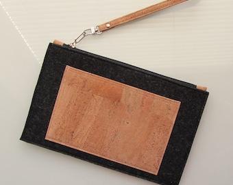 clutch / zipper pouch / wristlet / purse in black pure wool felt and natural cork Vegan clutch. eco friendly wristlet