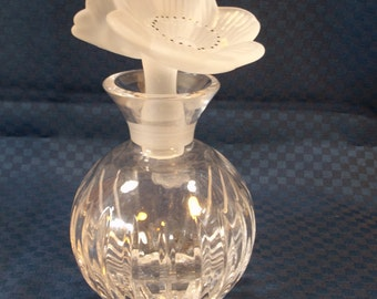 Vintage crystal perfume bottle - gorgeous satin glass flowers stopper - excellent condition