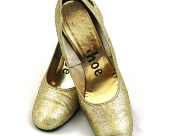 50s Gold Shoes Gold Fabric Shoes Gold Lame Shoes 1950s Gold High Heels Gold Lurex Shoes Gold Wedding Shoes Round Toe Gold Metallic Shoes