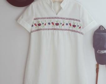 Vintage 1970s White Embroidered Smock Dress Sz.S/M
