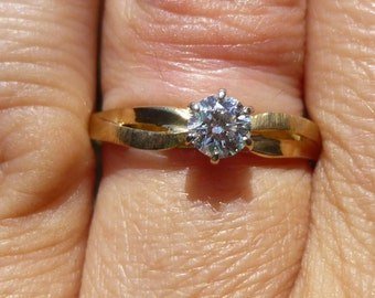 1950's  engagment ring....33 point diamond.....VERY BRIGHT Daimond....in 14KT yellow gold