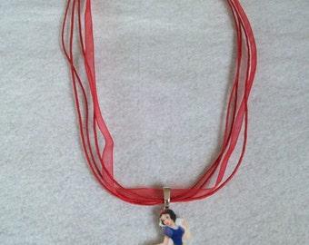 10 Snow White Necklaces Party Favors