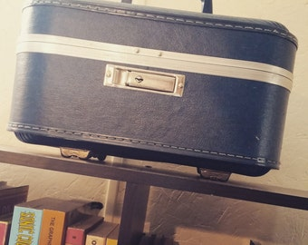 Vintage Train Suitcase/Cosmetic case - Blue