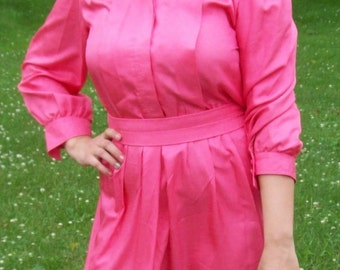 Vintage 1970s Ladies Coral Pink Dress by Leslie Fay Size 8 Only 8 USD
