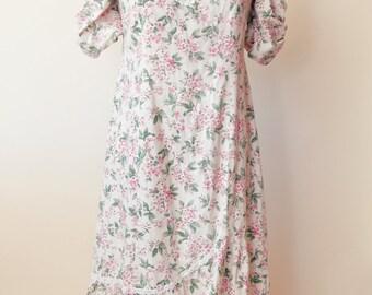 Vintage 1980's Floral Cream Lace Applique Mumu Dress