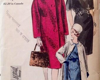 """Vintage 1963 Vogue Special Design Misses' Coat Pattern 5987 Size 12 (32"""" Bust)"""