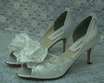 Ready to Ship Size 7 1/2 White Wedding mid heel Shoes, handmade flower, lace appliqués, Satin Peep Toe Pumps, Art Deco Nouveau, Romantic