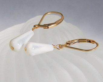 Bridal Earrings . Mother of Pearl Teardrops