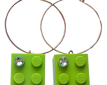 Light Green LEGO (R) brick 2x2 with a Green SWAROVSKI crystal on a Silver/Gold plated hoop