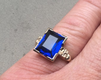 Synthetic Sapphire Vintage Ring in 10K Yellow Gold
