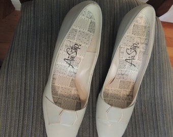 Vintage 1960s powder blue heels, Mod, Audrey, Twiggy, size 7.5 or 8, NOS