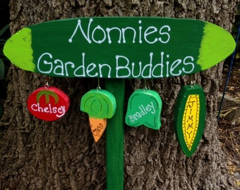 Grandmother garden sign with personalized hanging grandchildren