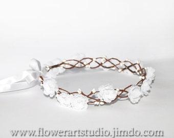 White Bridal Flower Crown, White Bridal Headpiece, Woodland Floral Crown, Flowergirl Hair Wreath, Flowergirl flower crown, Classic wedding.