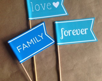 5 Wedding Flags / Photo Props / Mr and Mrs Flags / Flags on Sticks / Banners / Celebration Flag / Pennant on Stick /Photo Booth Prop / Favor